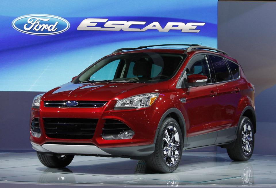 Feds studying problems with Ford Escape throttles