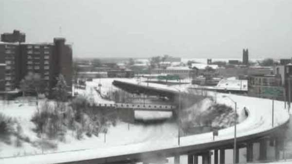 Snow storm pummels Northeast