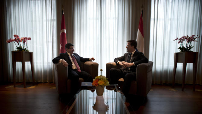 Turkish Prime Minister Ahmet Davutoglu and his Dutch counterpart Mark Rutte talk at the start of their meeting in The Hague