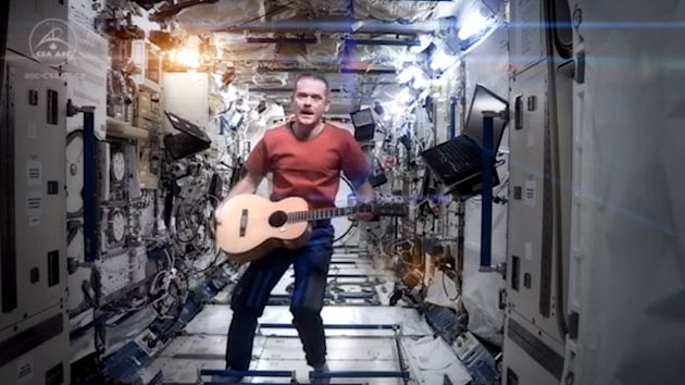 Astronaut Chris Hadfield Performs David Bowie's 'Space Oddity' From… Space (ABC News)