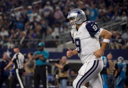 Cowboys' Romo fractures collarbone, out for season
