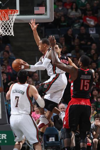 Bucks beat Raptors 100-83, clinch playoff spot
