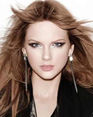 Taylor Swift Goes From Blond To Brunette