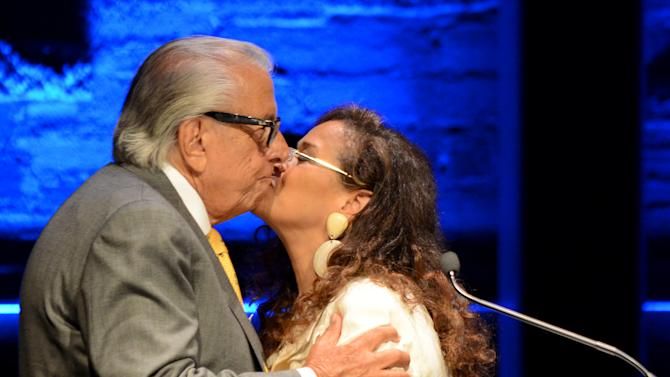 EXCLUSIVE CONTENT - Frank Mancuso, chairman, board of directors of Geffen Playhouse, left, and Debbie Allen speak on stage during the Backstage at the Geffen gala at the Geffen Playhouse on Monday, May 13, 2013, in Los Angeles. (Photo by Jordan Strauss/Invision for Geffen/AP Images)