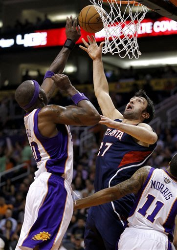 Suns win 3rd straight, snap Hawks' 4-game streak
