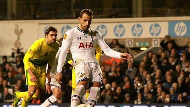 Roberto Soldado completes his hat-trick from the penalty spot