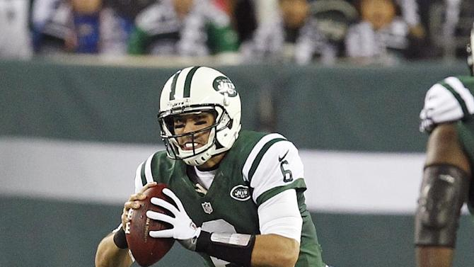 New York Jets quarterback Mark Sanchez (6) is sacked by New England Patriots outside linebacker Dont'a Hightower during the first half of an NFL football game on Thursday, Nov. 22, 2012, in East Rutherford, N.J. (AP Photo/Julio Cortez)