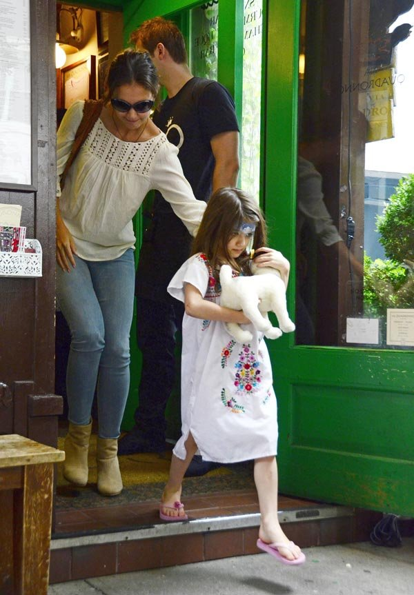 Katie Holmes' Cozy Lunch With Suri Cruise Revealed