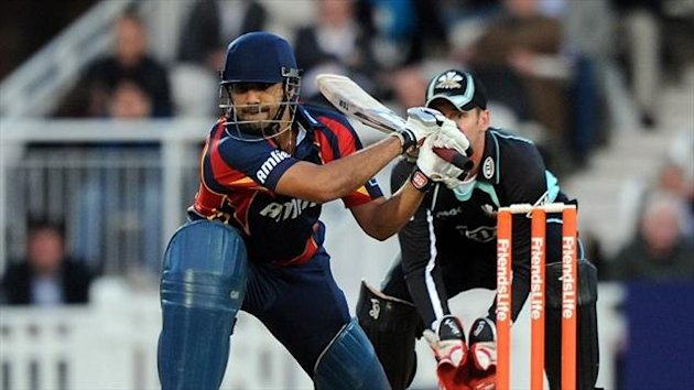 Ravi Bopara has suffered a side strain