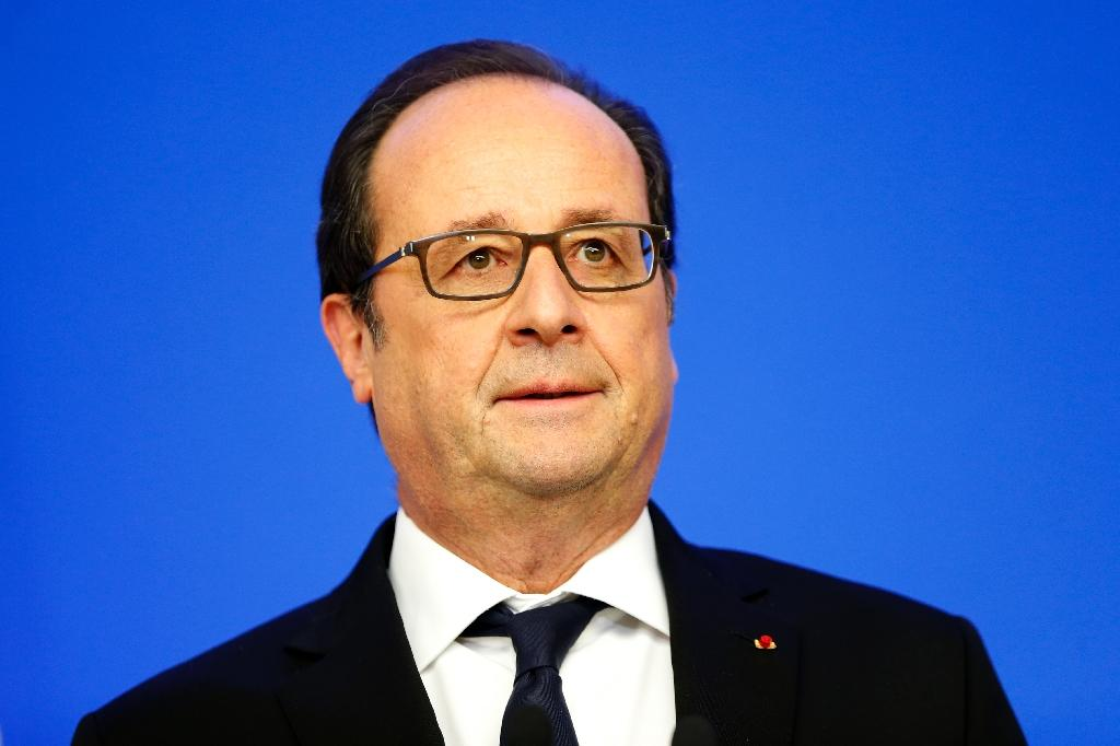 Plunge in French joblessness gives Hollande rare boost