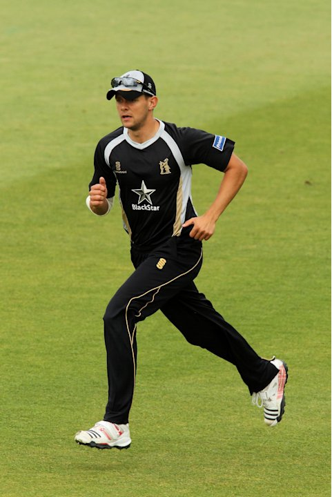 Steffan Piolet hit 23 in nine balls to see Warwickshire home