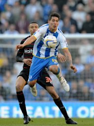 Brighton & Hove Albion's Leonardo Ulloa (front) chest the ball down under pressure from Reading's Michael Hector