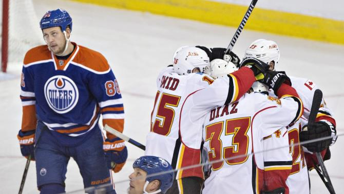 Raymond's hat trick lifts Flames over Oilers 5-2