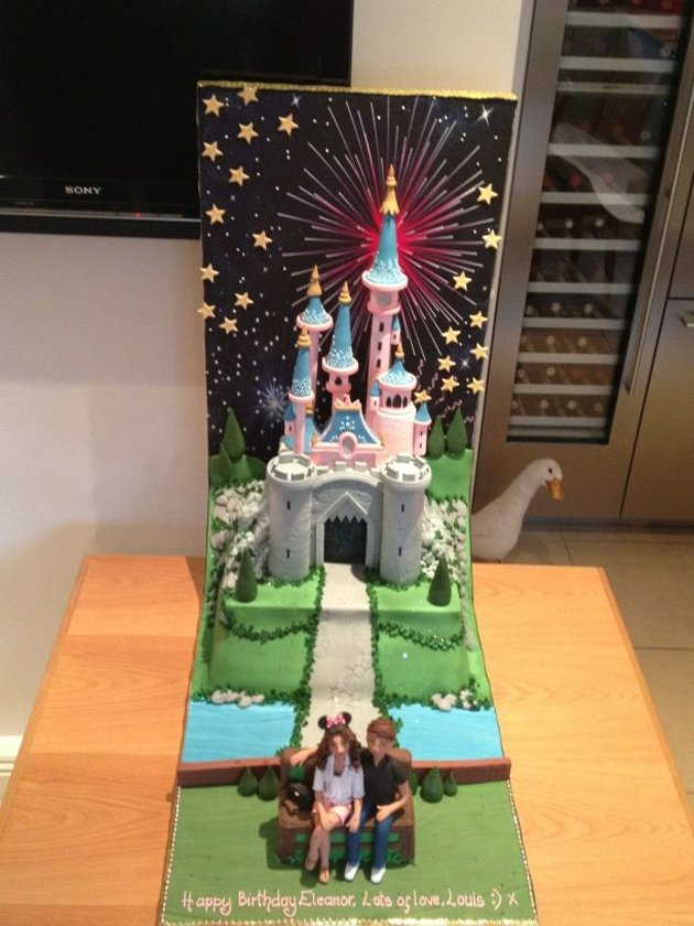 Louis Tomlinson had this cake made for Eleanor Calder