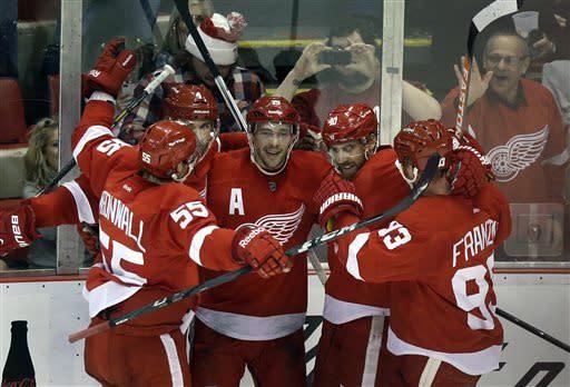 Datsyuk, Franzen lead Red Wings over Predators 5-2