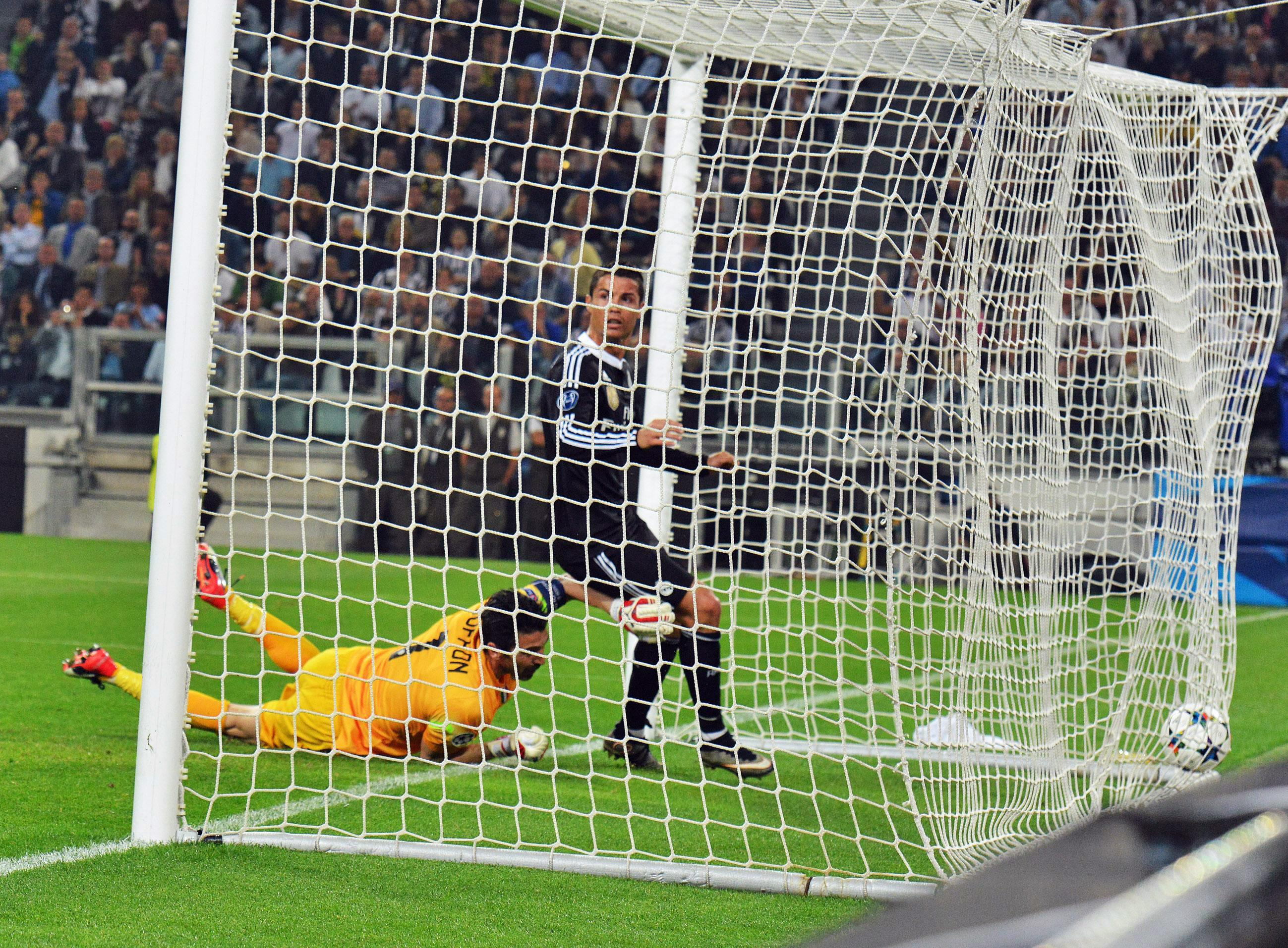 The Latest: Real Madrid, Juventus drawing 1-1 at halftime
