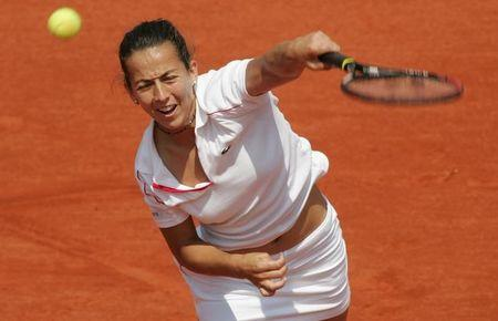 GALA LEON GARCIA OF SPAIN SERVES TO MARY PIERCE OF FRANCE DURING THE FRENCH OPEN TENNIS TOURNAMENT.