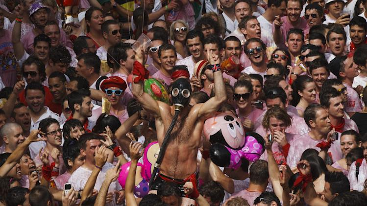 Revelers take part on the 'Chupinazo', the official opening of the 2012 San Fermin fiestas, Friday, July 6, 2012 in Pamplona, Spain. Can we expect on Syrian Brig. Gen. Manaf Tlass had abandoned Assad's regime(AP Photo/Daniel Ochoa de Olza)