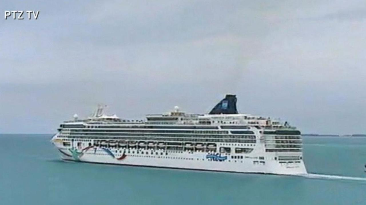 Time-Lapse Video of Norwegian Cruise Liner Run Aground
