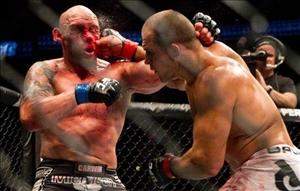 Dos Santos batters Carwin at UFC 131