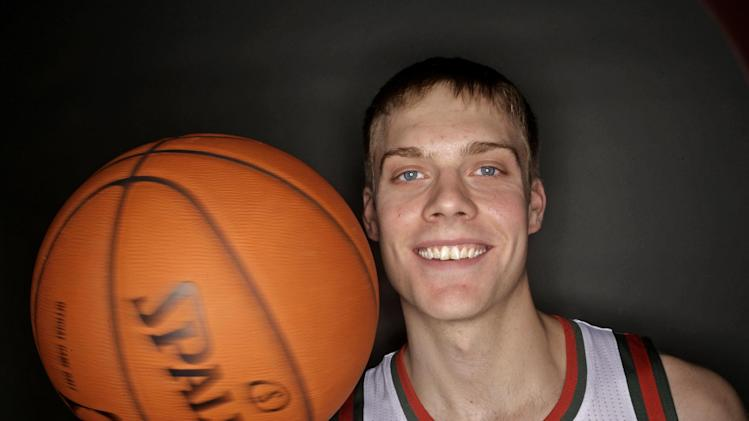 Nate Wolters returning to South Dakota as pro