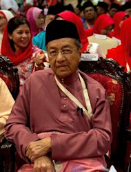Former Malaysian prime minister Mahathir Mohamad is pictured in Kuala Lumpur on November 29, 2012. The testimony has revived accusations of treason against Mahathir, who is alleged to have masterminded the scheme to shore up support for his government