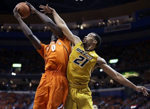 Bowers lifts No. 12 Missouri over No. 10 Illinois