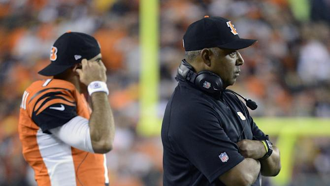 Cincinnati Bengals head coach Marvin Lewis watches with quarterback Bruce Gradkowski, left, during the second half of an NFL football game against the Pittsburgh Steelers, Sunday, Oct. 21, 2012, in Cincinnati. Pittsburgh won 24-17. (AP Photo/Michael Keating)