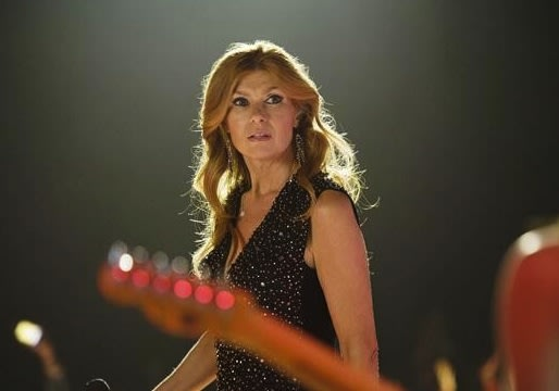 Nashville Video: Freezing Onstage, Drunkenly Dancing With Liam – Is Rayna Losing Her Mind?