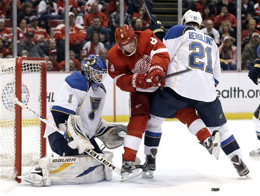 Blues' Elliott blanks Red Wings 1-0