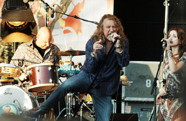 Former Led Zeppelin singer, Robert Plant, wil rock S'pore next March. (Cover Media file photo)