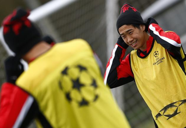 Manchester United's Shinji Kagawa puts on his hat during a training session in Manchester