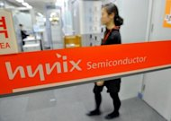 File photo shows a Hynix employee at one of the company&#39;s branches in Seoul. SK Hynix &quot;welcomed&quot; Sunday a US court&#39;s ruling against rival Rambus that may lower compensation it must pay the US firm following a long-running patent dispute