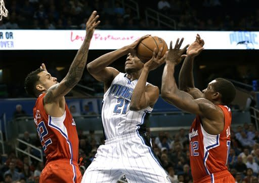 Clippers end losing skid with 86-76 win over Magic
