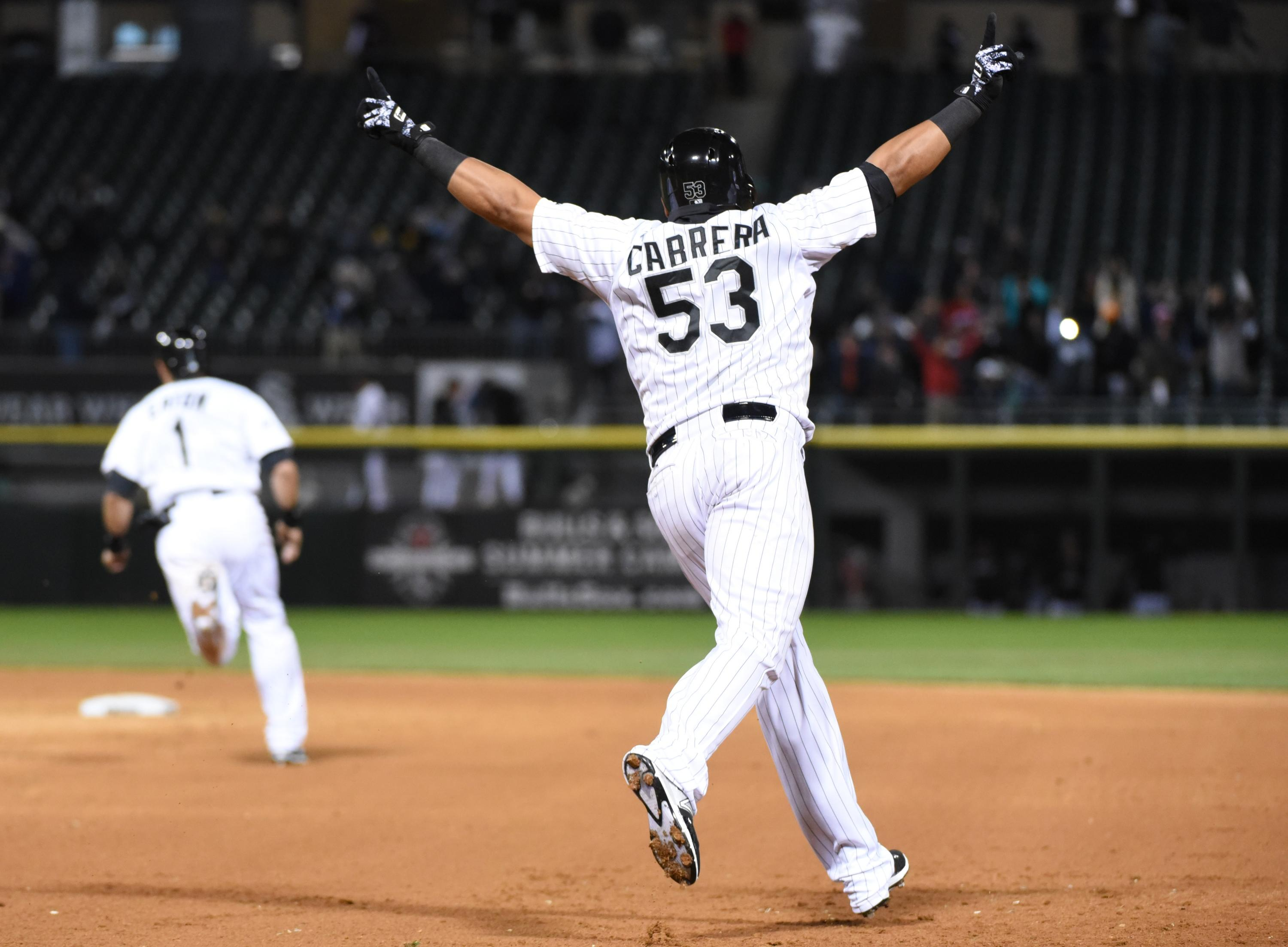 White Sox score four in the ninth, beat Indians in walk-off thriller