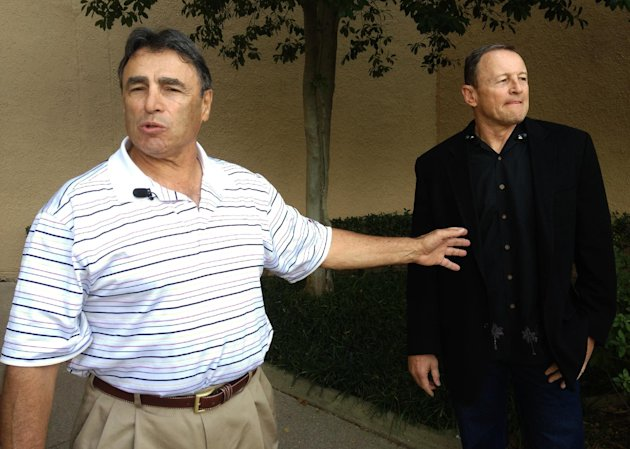 NFL head linesman Tom Stabile, left, and referee Ed Hochuli arrive at an Irving, Texas hotel Friday, Sept. 28, 2012. Officials started arriving Friday to discuss and vote on an agreement reached with the league late Wednesday. Some planned to fly directly to their assigned cities for Sunday&#39;s game. The deal must be ratified by 51 percent of the union&#39;s 121 members. (AP Photo/Nomaan Merchant)