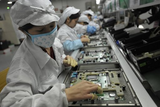 <p>This file photo shows factory workers at an electronics plant in Shenzhen, southern China's Guangdong province. China's manufacturing activity fell to a seven-month low in June, according to official figures, despite government efforts to arrest a slowdown in the world's second largest economy.</p>