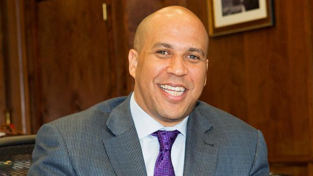 NJ Mayor Cory Booker Shows Up at Accident Scene… Again