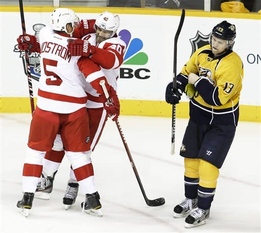 Predators beat Red Wings 3-2 in Game 1