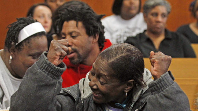 Tina Lewis, mother of Ouithreaun Stokes, who was one of seven victims of serial killer Walter Ellis, reacts in a courtroom Thursday, Feb. 24, 2011, in Milwaukee. Ellis, who pleaded no contest last week to strangling seven women in Milwaukee over 21 years, was sentenced to prison for the rest of his life for the killings.  (AP Photo/Jeffrey Phelps)