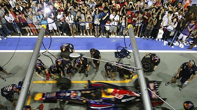 Singapore: Fans watch a Red Bull pit stop (Reuters)