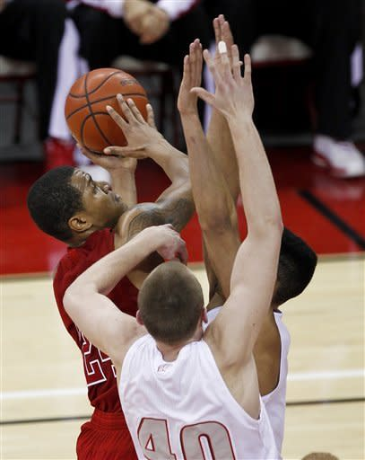 No. 17 Wisconsin beats Nebraska 77-46