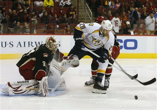Johnson earns first NHL shutout in Coyotes debut