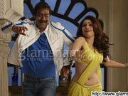 HIMMATWALA: Ajay Devgn grooves to the tunes of &#39;Taki O Taki Re&#39;