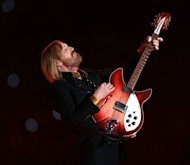 Musician Tom Petty performs at the Super Bowl XLII in 2008. US police have recovered five stolen guitars belonging to Tom Petty and Heartbreakers, they said, earning thanks from the US rock veteran on the eve of his latest tour
