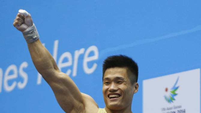 Lyu reacts after setting a new record during the men's 77kg snatch weightlifting competition at the 17th Asian Games in Incheon
