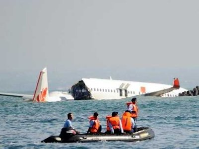 lion air crash bali wreckage passengers in boat