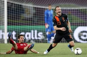 Van der Vaart disappointed with Netherlands snub