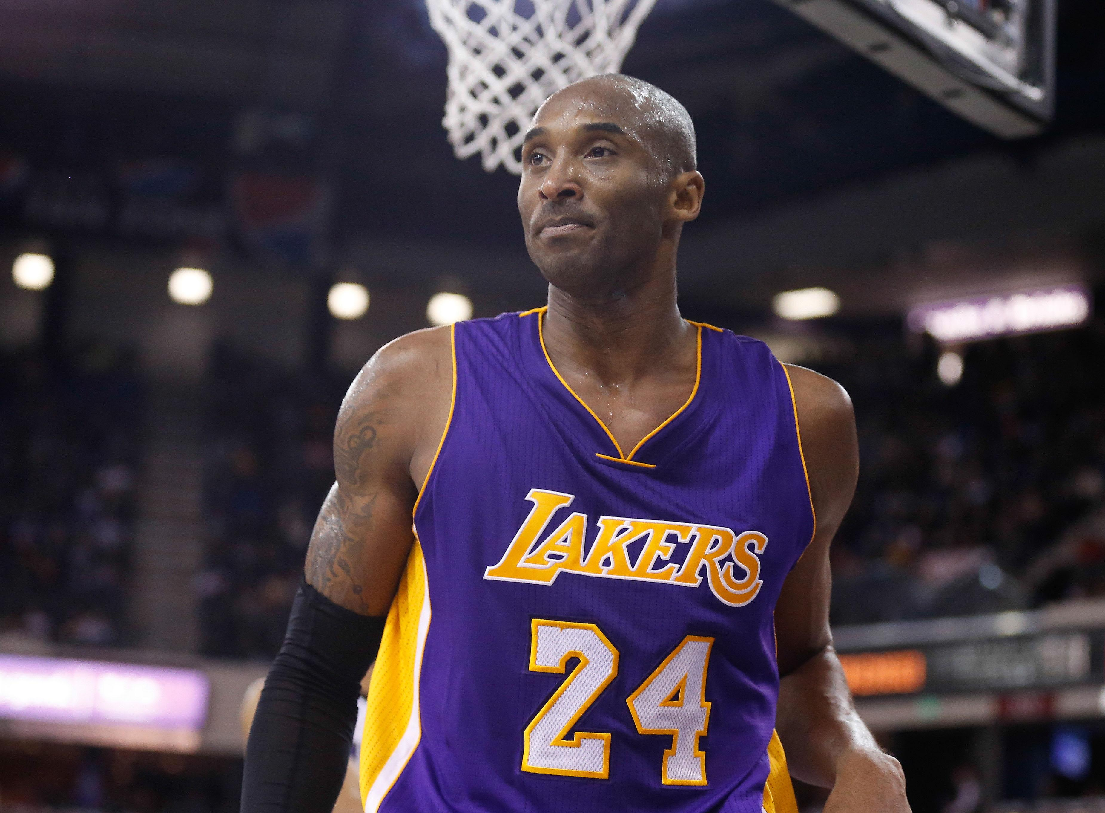 Kobe Bryant may take time off after another subpar outing in Lakers loss