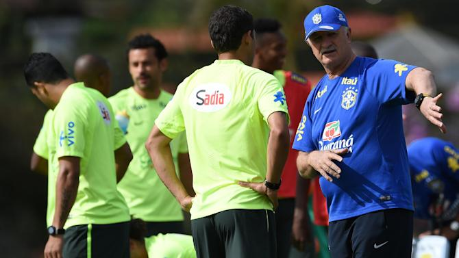 Brazil's coach Luiz Felipe Scolari (R) gestures as he speaks with Thiago Silva (C) during a training session at the Granja Comary training complex in Teresopolis on June 26, 2014